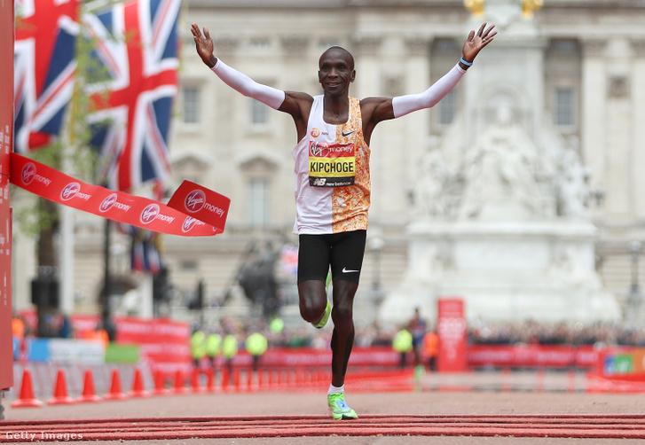Eliud Kipchoge a 2019-es London Marathon céljában
