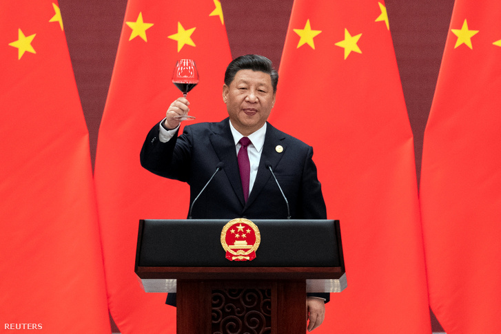 Chinese President Xi Jinping raising a glass as he concludes his speech at the conference for the Belt and Road Initiative on 26 April 2019.