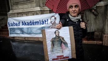 Az akadémikusok nemet mondtak Palkovicsnak, az MTA nem adja magától az intézeteket