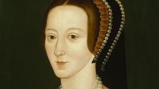 Igaz, hogy Boleyn Anna megpróbált beszélni, miután lefejezték?
