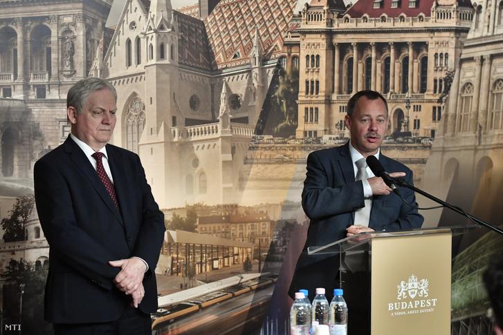 Révész Máriusz az aktív Magyarországért felelõs kormánybiztos (j) és Tarlós István fõpolgármester sajtótájékoztatót tart a Városházán 2019. május 6-án.