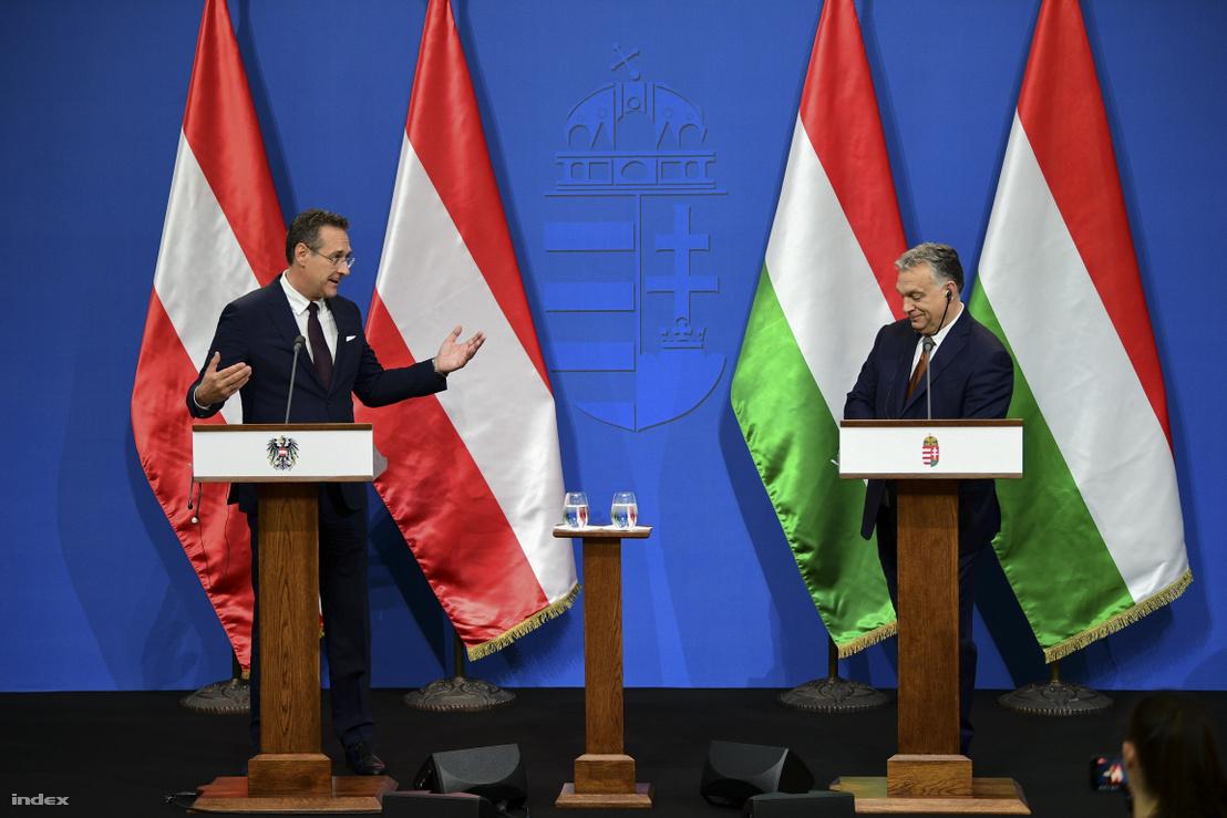 Heinz-Christian Strache (balra) és Orbán Viktor a találkozójuk után tartott sajtótájékoztatón 2019. május 6-án Budapesten.