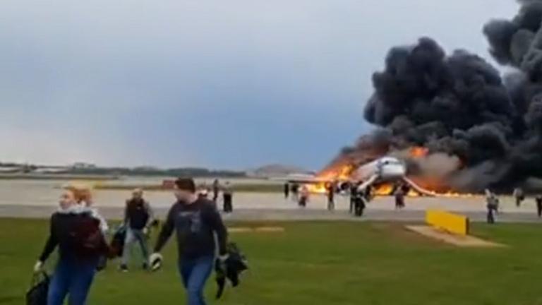 A pilóták idő előtt elhagyták a kiégett orosz utasszállítót
