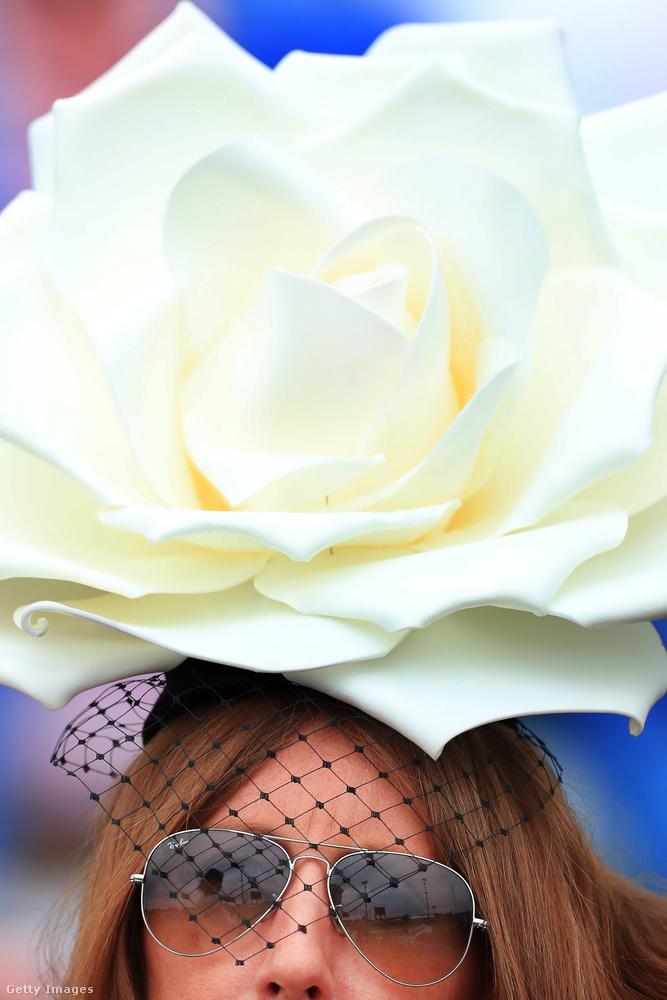 Nem kell túltolni, elég egy gigantikus rózsa és ennyi.