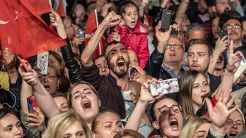 A török ellenzék szerint árulás az isztambuli választási eredmény megsemmisítése