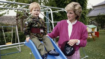 Diana hercegnő előtt tisztelgett Harry és Meghan a gyerekük születése után