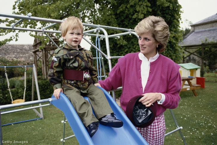 Harry herceg és Diana hercegnő Gloucestershire-ben 1986. július 18-án