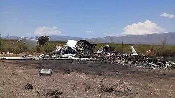 14-en halhattak meg, amikor lezuhant egy magángép Mexikóban