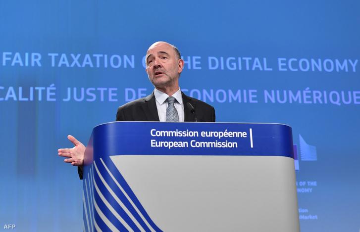 Pierre Moscovici, a gazdasági és pénzügyi, adóügyi és vámügyi európai biztosa beszél Brüsszelben 2018. március 21-én, amelyen az amerikai digitális óriásvállalatok miatt bevezetni kívánt digitális adójavaslatot ismerteti