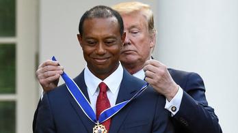 Trump kitüntette Tiger Woodsot