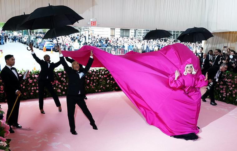 Ha létezik esemény, ahová a sztárok a legmeghökkentőbb ruhájukat tartogatják, akkor a Met-gála az