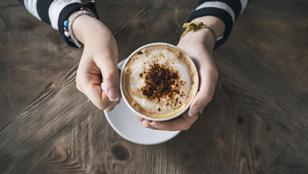 Jólesik a forró kávé, de egy szint fölött már növeli a nyelőcsőrák kockázatát is