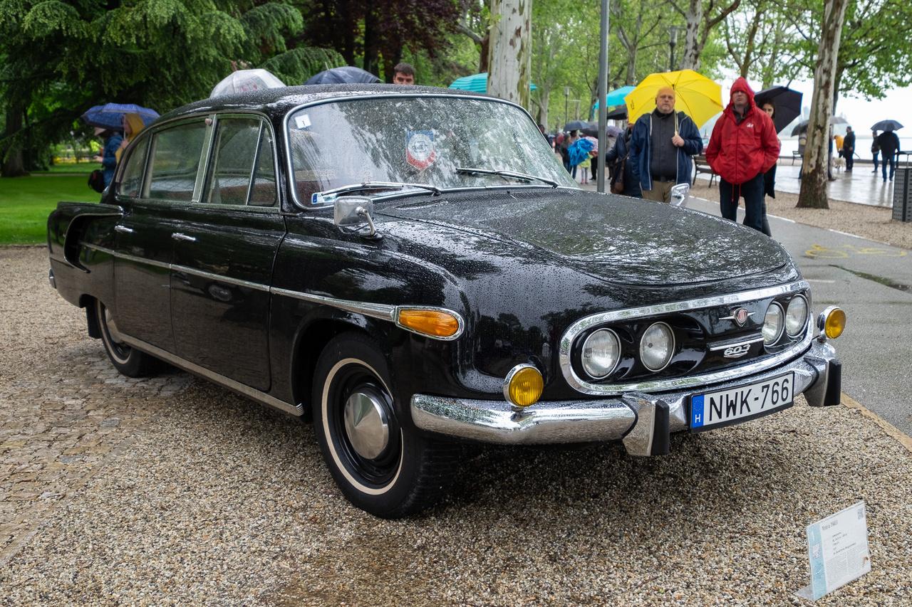 Dr. Tibold Antal a poklok poklát járta meg ezzel az 1971-es Tatra T603-assal, a V8-as, 2,5 literes farmotorját például háromszor kellett újjáépíteni, hogy végre jó legyen. De például a lökhárítók krómjai teljesen eredetiek!