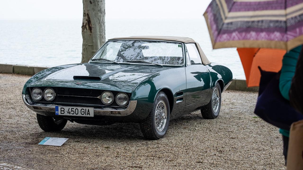 Igazi autómesztic ácsorog a füredi Tagore-sétányon: az 1967-es Ghia 450 SS Torinóban készült, s mint a neve is elárulja, a Ghia stúdiójában tervezték, de az alapja a Plymouth Barracuda, motorja pedig 4,5-ös, 238 lóerős, V8-as Chrysler. Román tulajdonosa, Nicu Bucalet Magyarországon restauráltatta