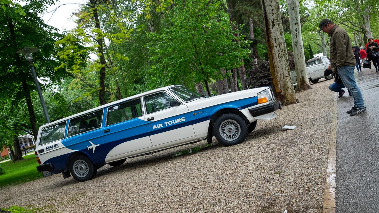 Alig pár hónapja készült el a sokakban erős nosztalgiát keltő Volvo 245 Transzfer - a Malév Air Tours ugyanis több ilyen, 5,6 méter hosszú és tizenegy utast szállítani képes autót használt a 80-as, 90-es években. Ezt az 1983-as példányt a Légiközlekedési Kulturális Központ újíttatta fel Győrben