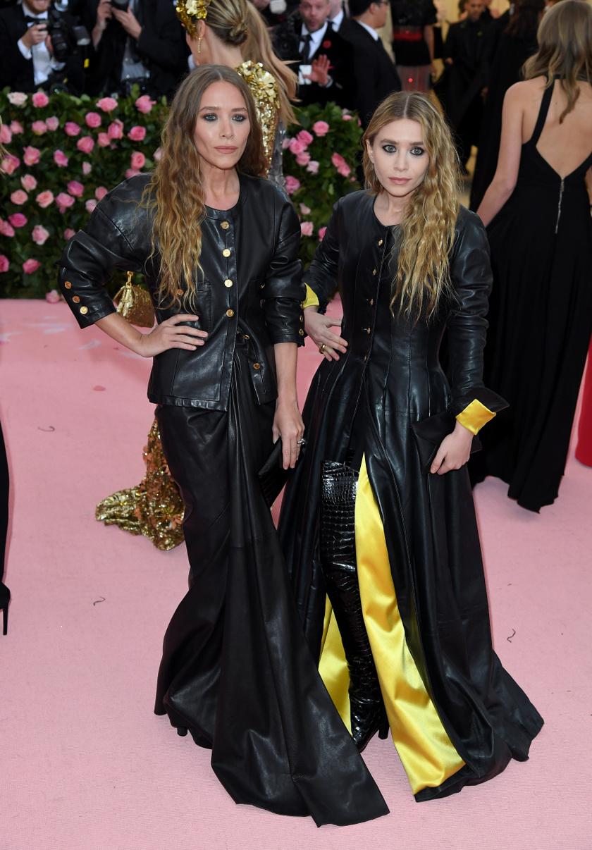 Mary-Kate Olsen idén sem hagyta ki a MET-gálát ikertestvérével, Ashley-vel.