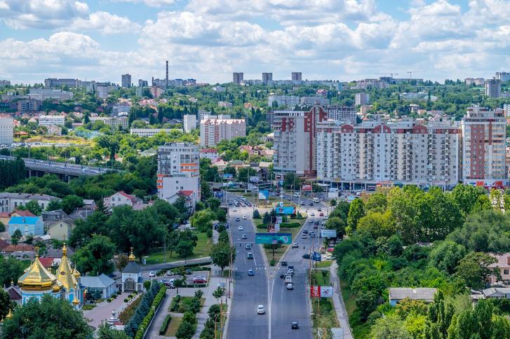 Utcakép Moldova fővárosából, Chișinăuból