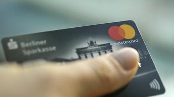 Az érintős fizetés óta még a készpénzmániás németek is hajlandóak kártyával fizetni