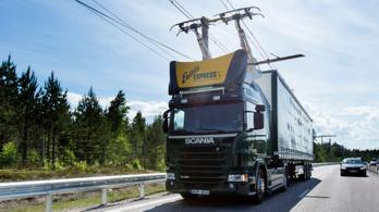 Felsővezetékekről tankolhatnak hibrid kamionok egy német autópálya-szakaszon