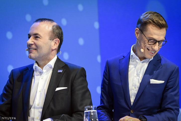 Az Európai Néppárt (EPP) csúcsjelöltségéért induló Manfred Weber az EPP európai parlamenti frakcióvezetõje (b) és kihívója Alexander Stubb korábbi finn kormányfõ a néppárt kétnapos kongresszusának nyitónapján 2018. november 7-én Helsinkiben.