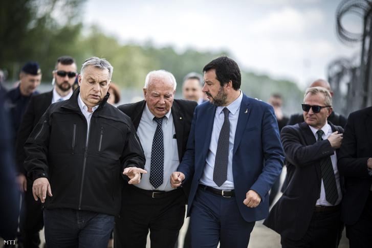 Orbán Viktor miniszterelnök (elöl, b) és Matteo Salvini olasz belügyminiszter, miniszterelnök-helyettes (elöl, j) határszemlén Röszkénél 2019. május 2-án.