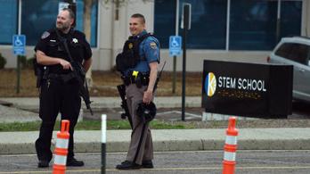 Lövöldözni kezdett két diák egy Denver melletti iskolában