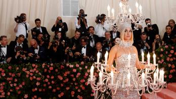 Met 2019: megőrült Katy Perry, hogy csillárnak öltözött?