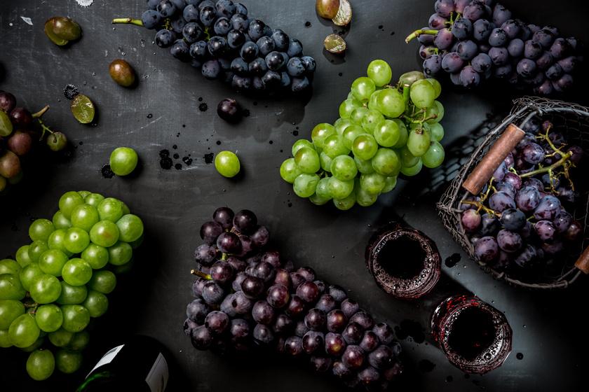 A szőlő C-vitaminban és magnéziumban gazdag, ami az izmok és a szív működésében játszik szerepet, levében és magjában pedig számos antioxidáns hatású vegyület, például májvédő rezveratrol található, mely több betegség megelőzésében segítséget nyújthat.