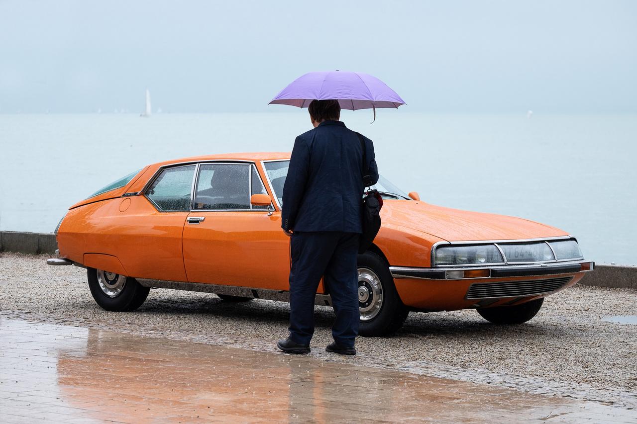 """Kocsmár Kornélt onnan ismerheti a totalcaros olvasó, hogy az ő restaurátorműhelyében (DC72) elkészült Citroen DS21 nyerte a """"Best Restored Car of Show""""-díjat idén januárban Maastrichtban. Ez a Maserati V6-ossal szerelt, hidropneumatikus rugózású Citroen SM kupé viszont a saját autója. Szép is mint egy bordeaux-i naplemente"""