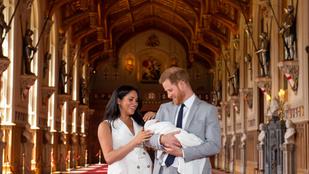 Harry herceg és Meghan Markle megmutatták újszülött kisfiukat
