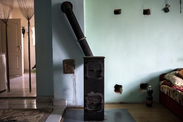 A másik szobát továbbra is vaskályhával fűtik.