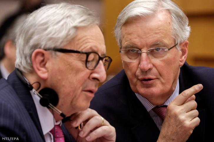 Jean-Claude Juncker és Michel Barnier az Európai Parlament büsszeli plenáris ülésén 2019. április 3-án.