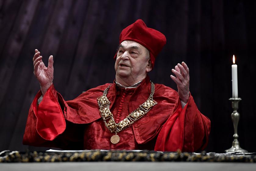Bodrogi Gyula napjainkban is aktívan színészkedik, ez a felvétel 2019 februárjában készült Robert Bolt Egy ember az örökkévalóságnak című drámájának próbáján.