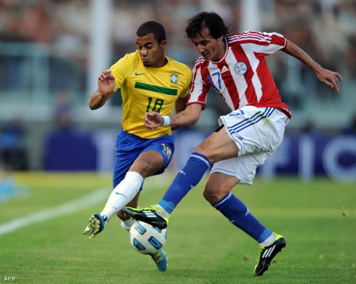 Lucas Moura (b) a brazil válogatottban 2011-ben