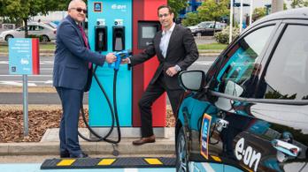 Több mint 100 Aldi parkolójában lehet majd elektromos autót tölteni