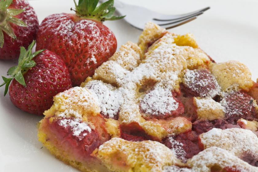 Szuperpuha, epres süti kevert tésztából: ettől a hozzávalótól lesz igazán lágy a tészta