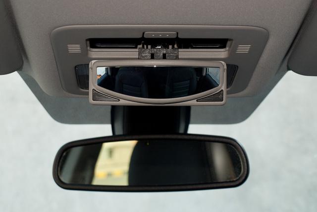 Családi autónak is jó, gyerekfigyelő tükör is jutott bele