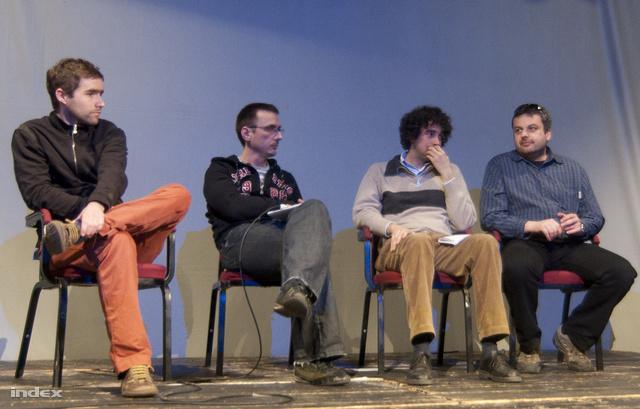 Mong Attila (balról a 2.) az Egymillióan a sajtószabadságért-csoport, a Védegylet és a Hallgatói Hálózat 2012. március 2-i  konferenciáján