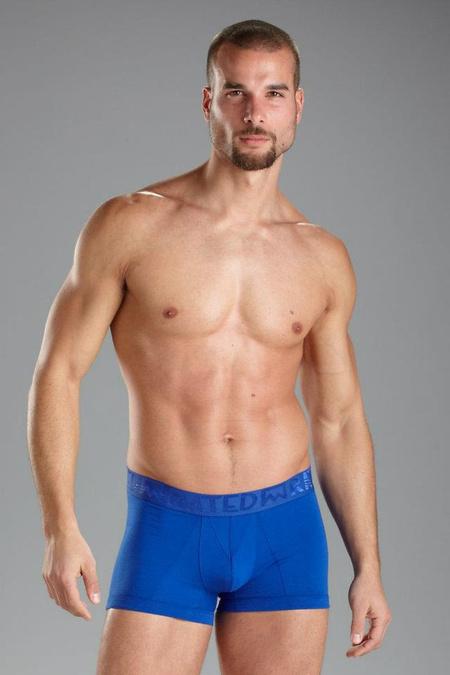 Mario Lopez fehérnemű-márkája, a Rated M reklámfotója izmos modellel