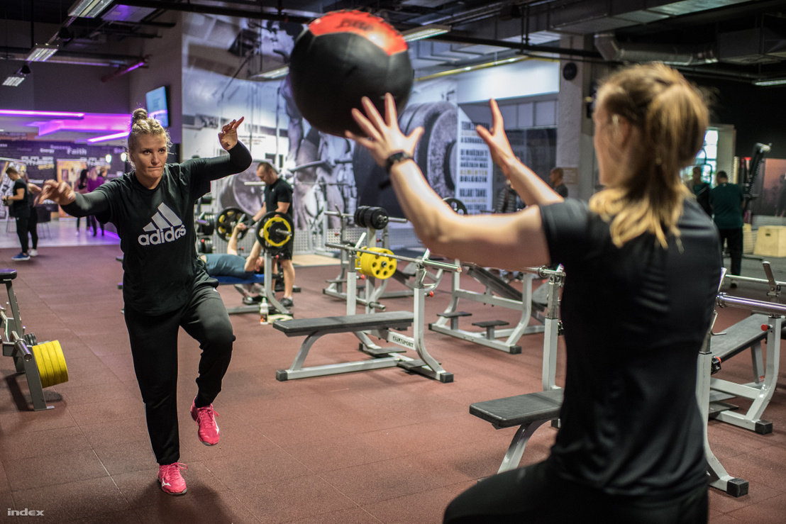 A román beálló, Pintea labdás, egyensúlyozós gyakorlat közben