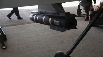 Nindzsabombával üldözik a terroristákat