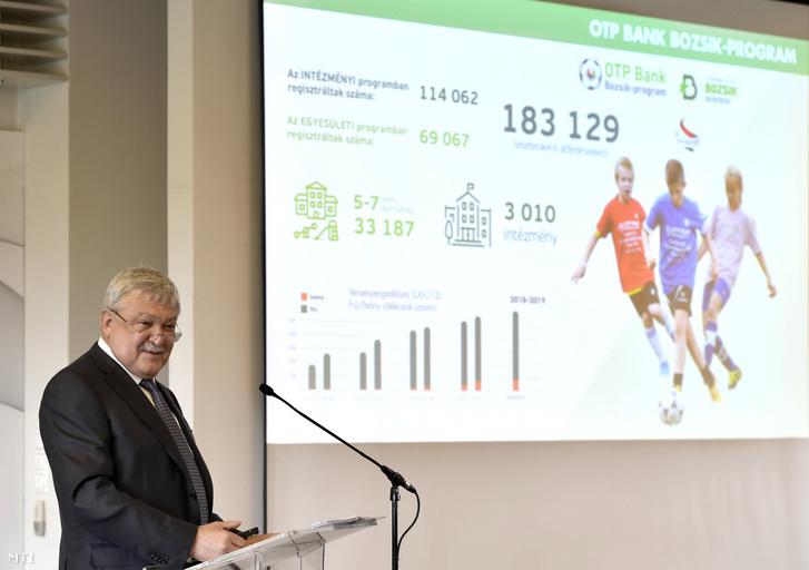 Csányi Sándor a Magyar Labdarúgó Szövetség (MLSZ) elnöke beszél a szövetség éves közgyűlésén a telki edzőközpontban 2019. május 10-én.