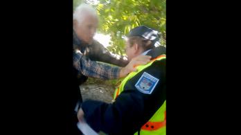 71 éves MSZP-s aktivistával dulakodott egy közteres