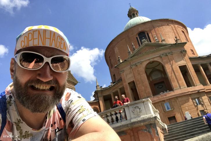 A San Luca. Nem vigyorgok, vicsorgok.