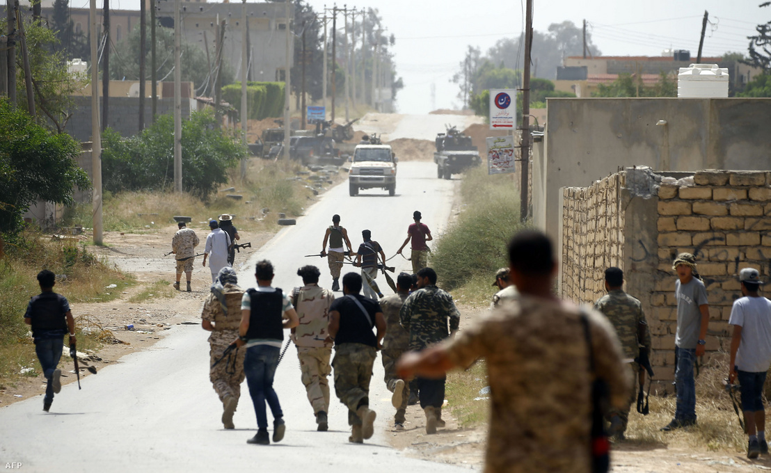 A nemzeti egységkormány katonái és a Halifa Haftárhoz hű erők összecsapása Tripoli külvárosában, 2019. április 25-én