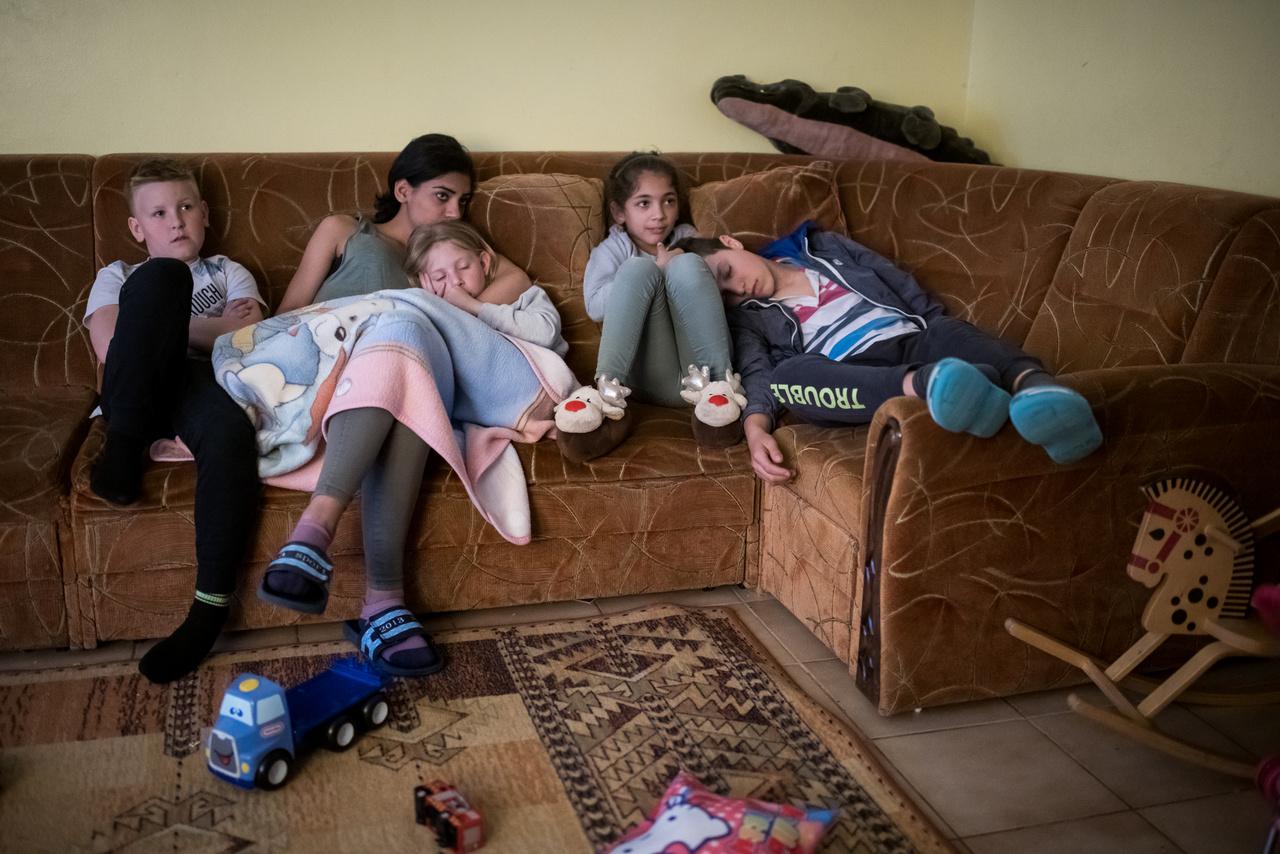 Jelenleg 14 gyermek lakik az otthonban. A legfiatalabb 3 éves, a legidősebb 14. Indokolt esetben arra is van lehetőség, hogy az anyuka bent lakjon. Ilyenkor besegít az otthon teendőibe, és a gyerekét ő viszi az óvodába, iskolába.
