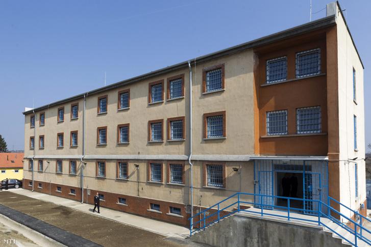 A Közép-dunántúli Országos Büntetés-végrehajtási Intézet martonvásári börtönének épülete
