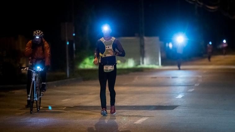 Ha egy verseny 20+ óra, éjszaka is futnak