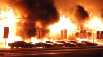 Véletlenül kiégett 27 Chevrolet egy filmforgatáson