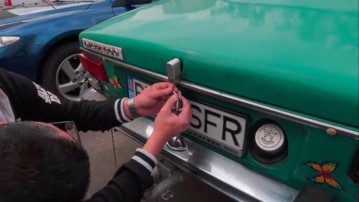 Amikor nem elég a kulcsra zárható csomagtartó és tanksapka: zár záró zárak mindenhol